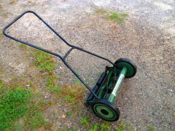 Lee Valley Manual push mower