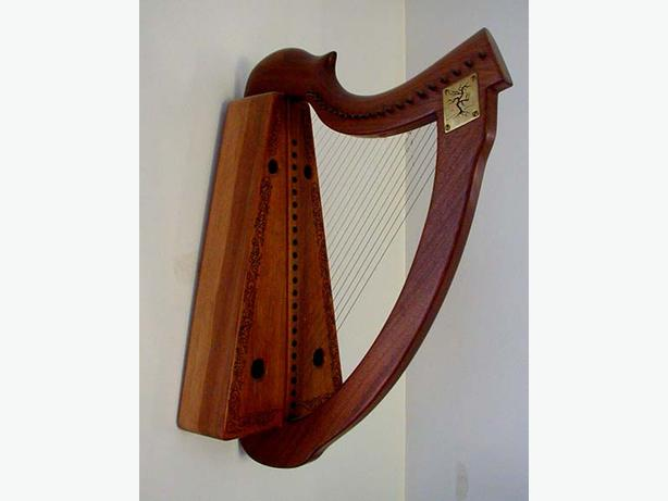 21 String Celtic lap harp with tuning levers