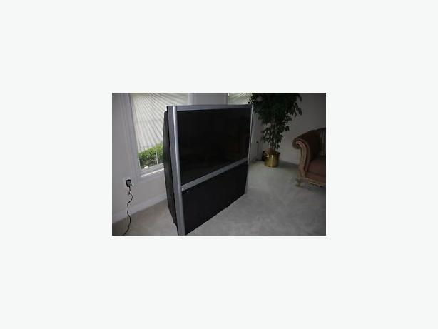 toshiba 55 inch projection screen TV in black