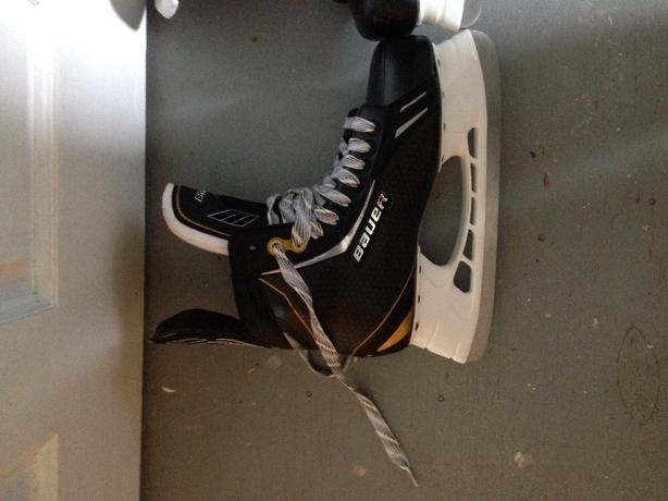 Brand new bauer skates NEED GONE!