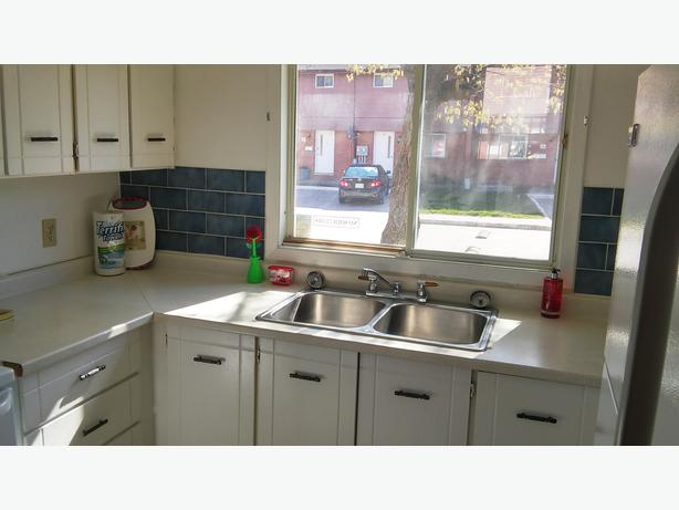 FIRST MONTH FREE plus Free Parking! Beautiful, Spacious Townhouse