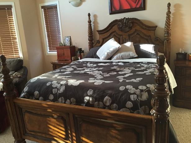 Beautiful Solid Wood Queen Bedroom Set