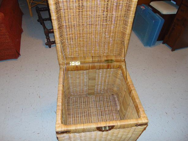 VINTAGE NATURALLY RATTAN CHEST