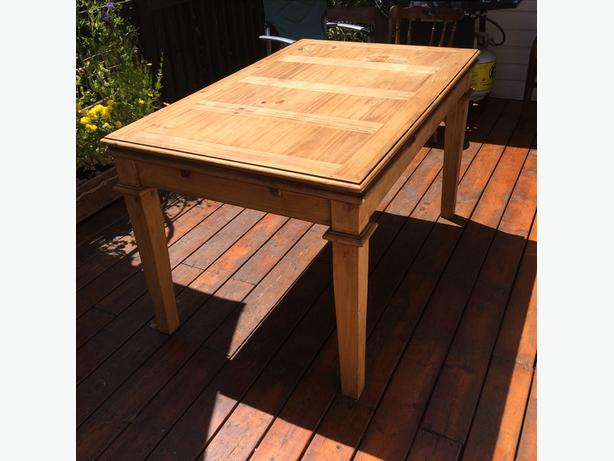 Unique wooden table with 2 hidden leaves