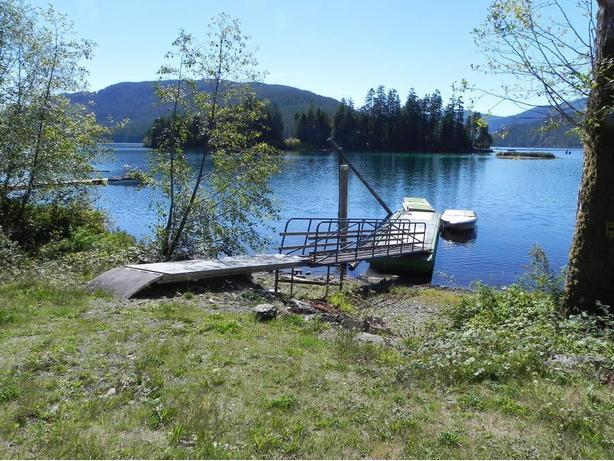 Private Lake Front RV Lot for winter monthly rental with you own dock