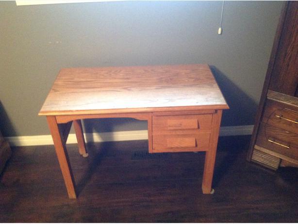 small oak desk for sale west regina regina. Black Bedroom Furniture Sets. Home Design Ideas