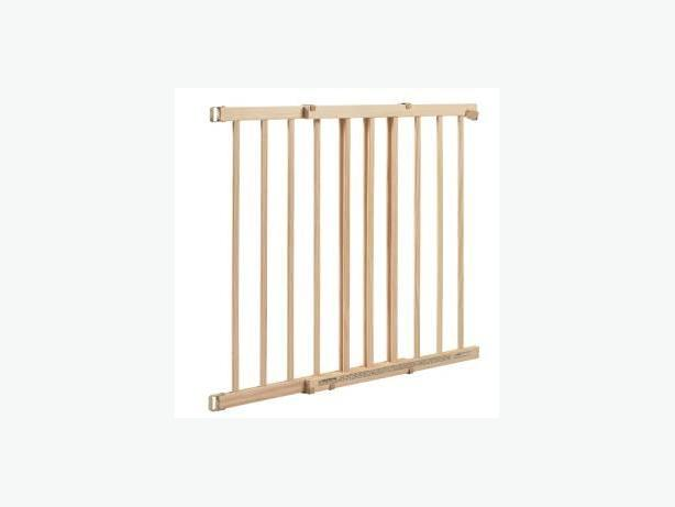 Wood baby gate