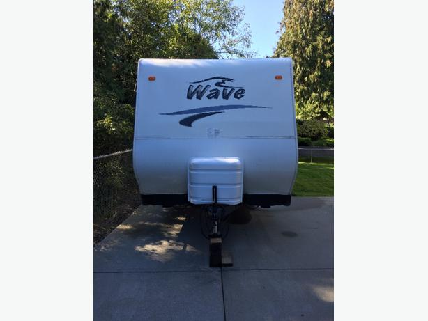 2007 26' Wave rear living travel trailer