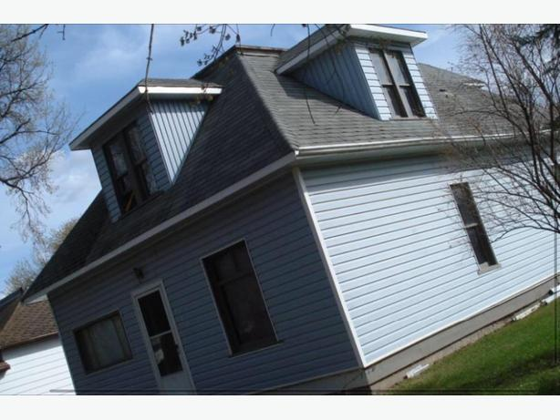 2 character Saskatchewan homes affordable i. safe country town