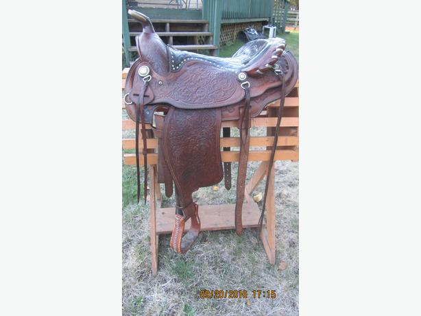 Western Saddle,  15 inch seat