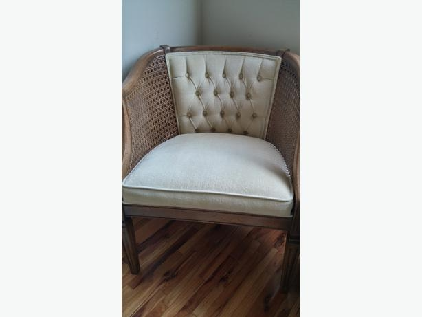 Antique tub chair