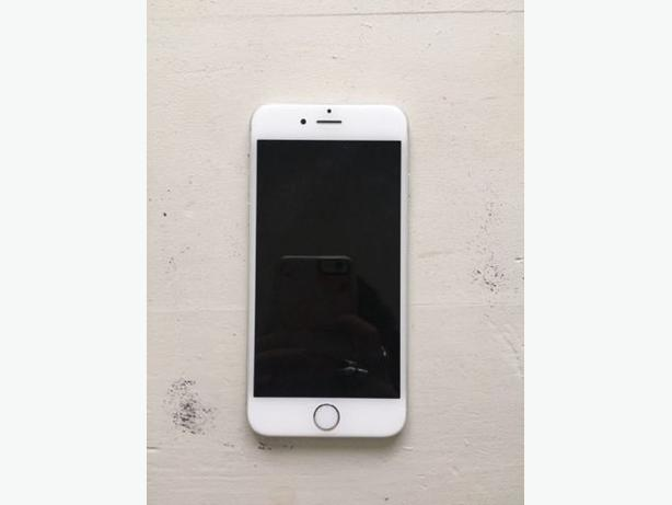 iPhone 6 16GB - Silver w/ Case!!