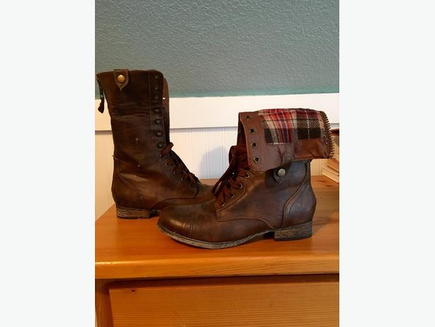 Softmoc Boots, size 8