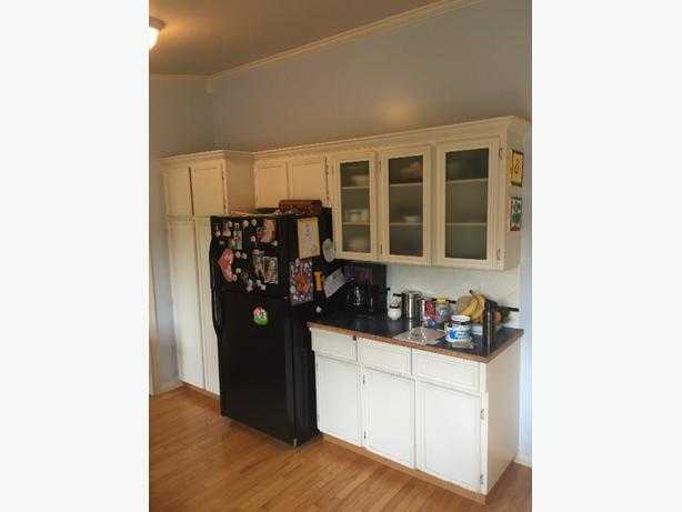 Kitchen cabinets for sale saanich victoria for Ready made kitchen units for sale