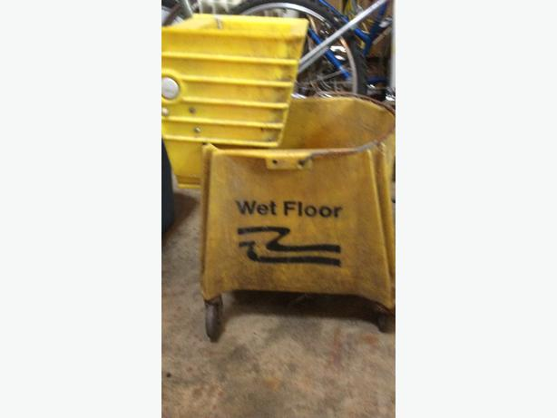 shop mopping bucket with wringer