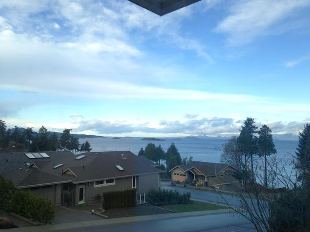 Beautiful 4BR plus 2 Bath house with gorgeous oceanview