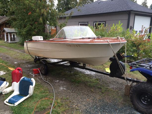 1960s 14foot hurstonglasscraft with 1970s 60hp evinrude