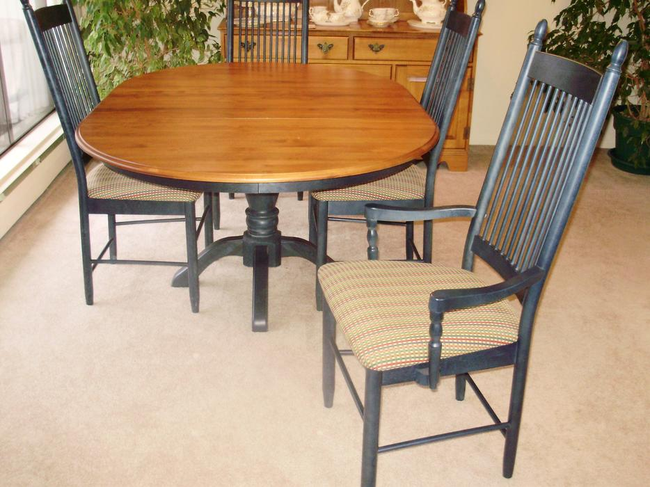 Top quality shermag canadian maple dining room table with for Best quality dining tables