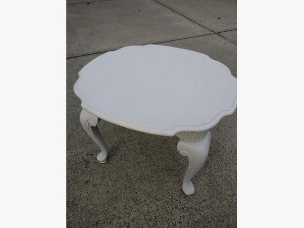 Living room End Table - Must go today!