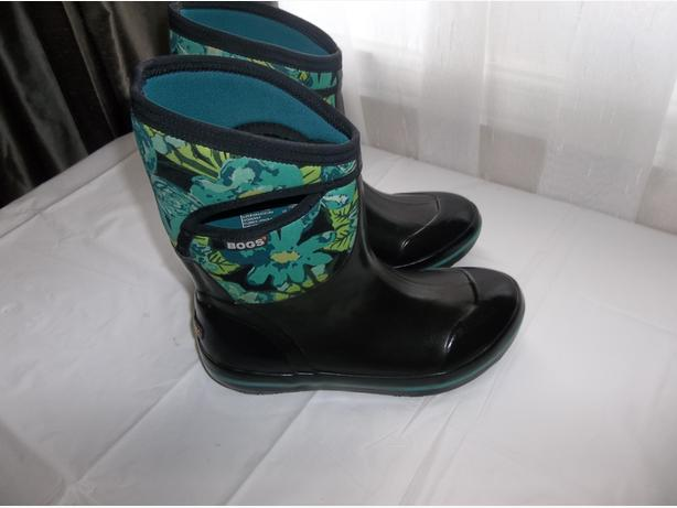 """BOGS"" WINTER BOOTS ,WORN ONLY 3 TIMES! FOR LADY SIZE 9US /40 EURO"