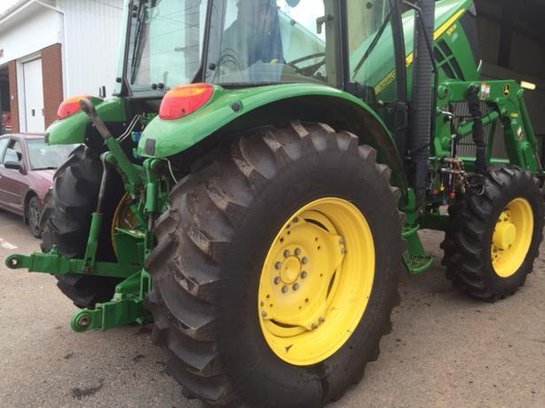 2014 JohnDeere 5115M Tractor