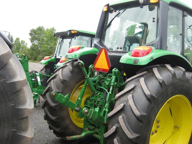 2013 John Deere 6125M Tractor