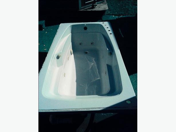 MAXX Whirlpool Tub