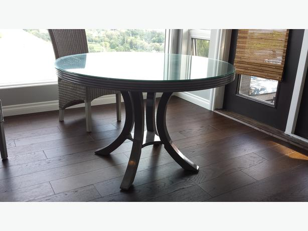 beautiful chic high gloss grey round table