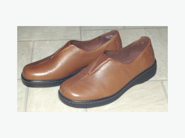 Naturalizer brown shoes size 6 1/2