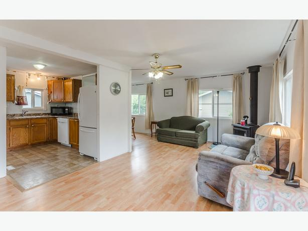 Clean and Cozy 3 Bedroom Mobile Home Located on Large Private Lot