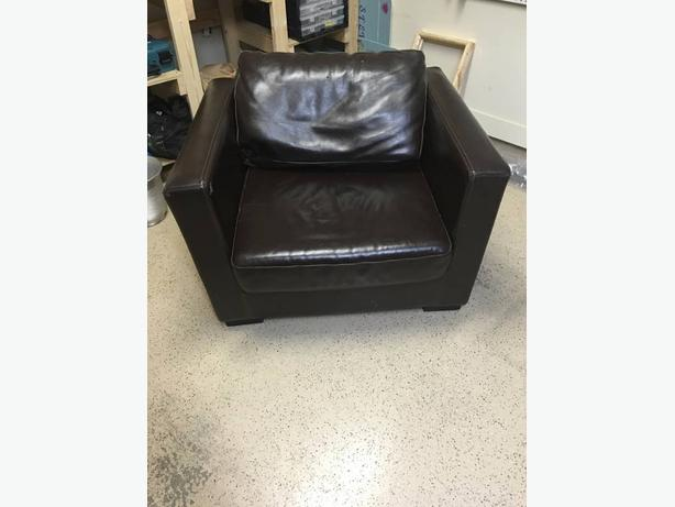Comfort Club Chair (delivery possible in East Van & North Burnaby)
