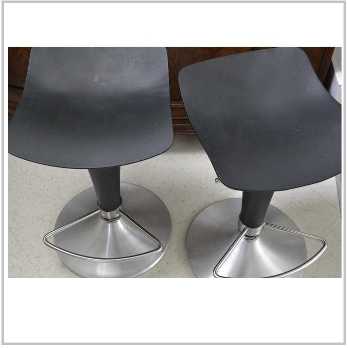 Good quality steady BAR STOOL 25 each Victoria City  : 55393073934 from www.usedvictoria.com size 700 x 700 jpeg 41kB
