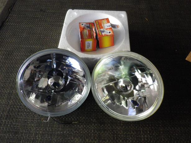 SET OF HALOGEN HEADLIGHTS WITH BUILT IN SIGNALS