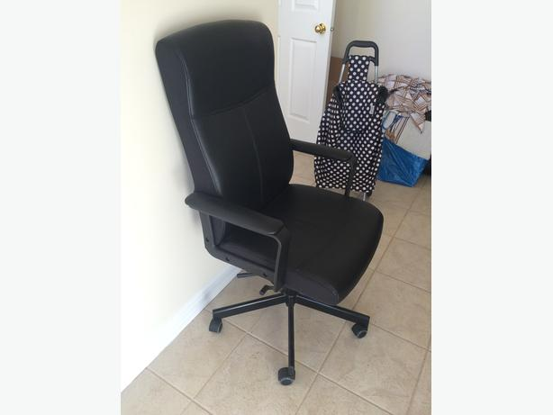 1 desk & 2 chairs for sale