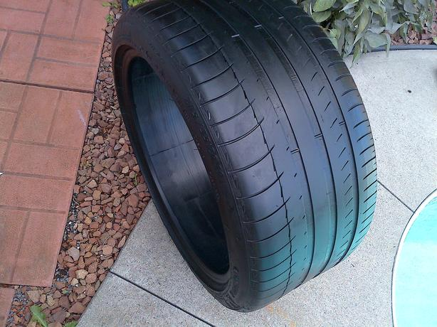 1 MICHELIN PILOT SPORT 285/35/19 ZR19 TIRE 55% THREADLIFE