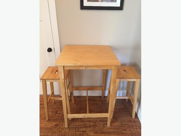 pine table and stools