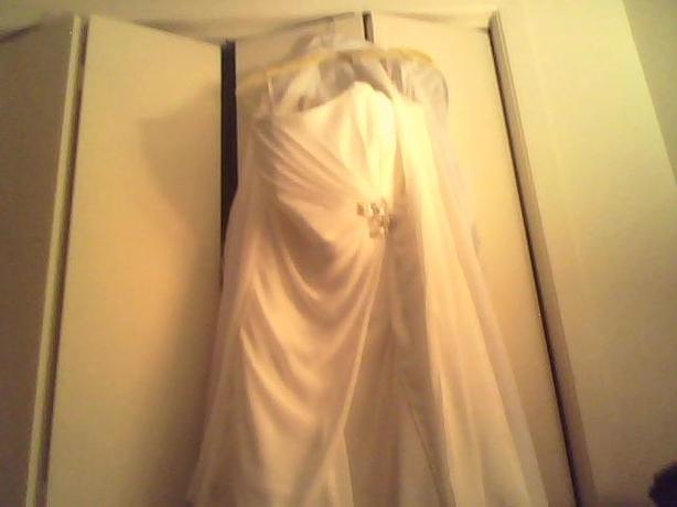 beautiful brand new wedding dress