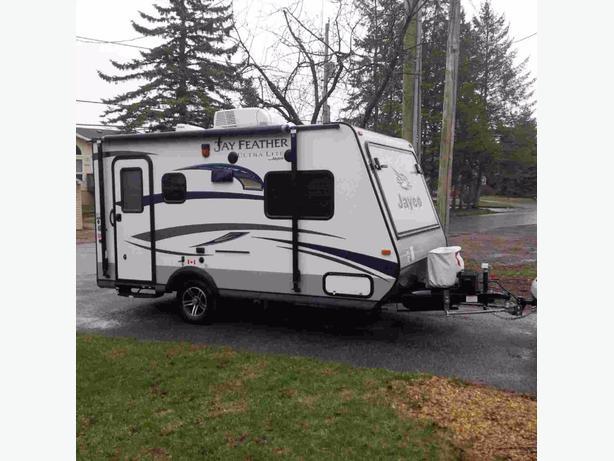 LIKE NEW 2015 Jayco Jayfeather hybrid camper