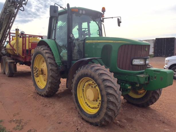 2006 John Deere 7520 Tractor