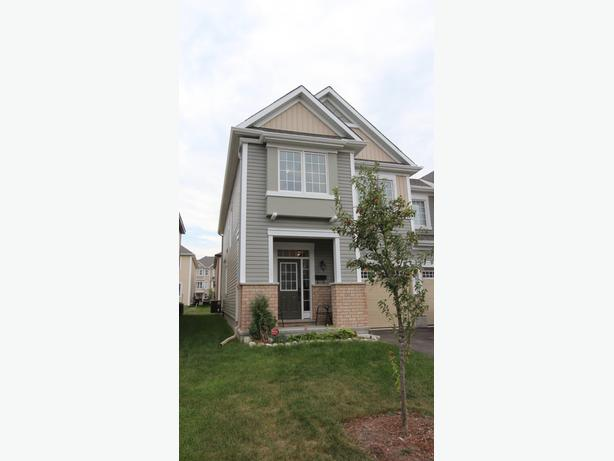 Upgraded Large 3 Bedroom Townhome for rent in Kanata