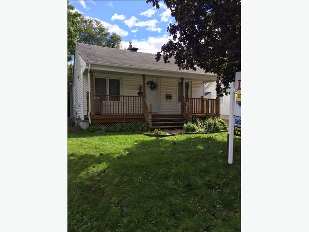 Cute 2+1Bdrm House For Sale - Awesome Location - Fantastic Buy!