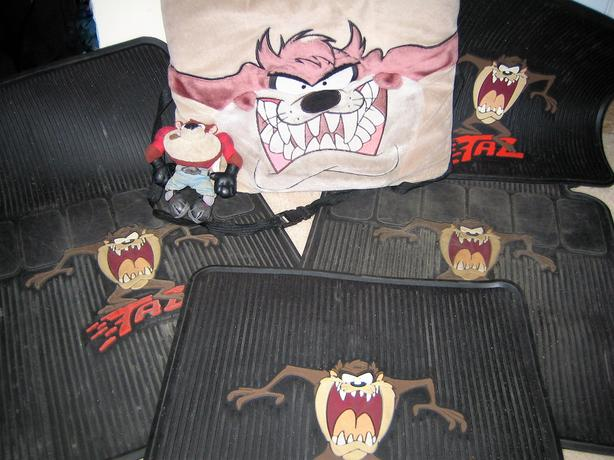 """Tasmanian Devil"" 4 Car Mats & ""Taz"" Accessories"