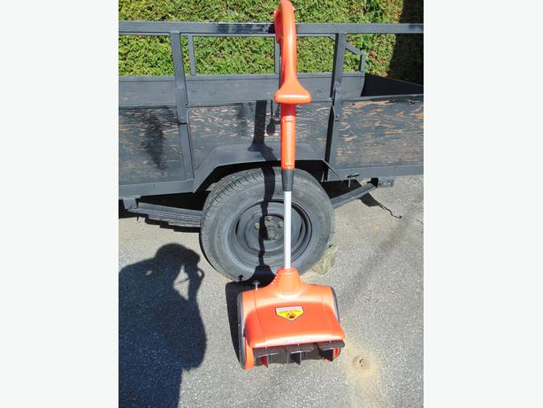 ELECTRIC SNOW SHOVEL SYLVANIA