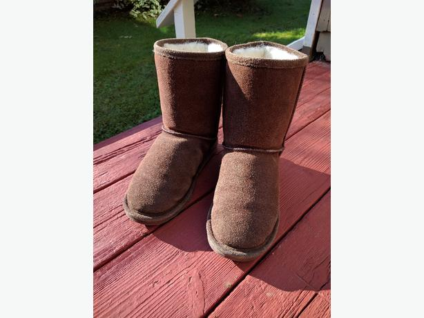 Ugg style boots size 6