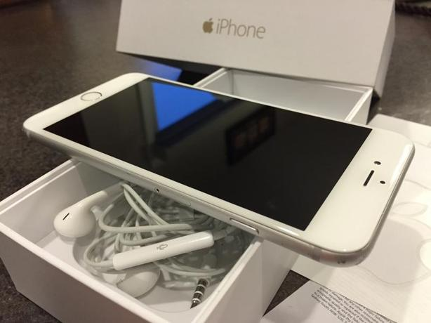 Apple Iphone 6 16gb White/Silver is unlocked and in mint condition.