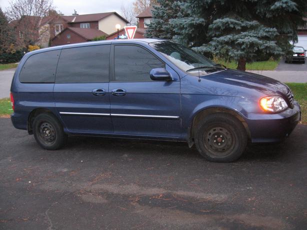 KIA Sedona LX Minivan