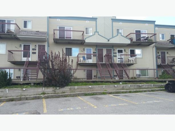 Large 2 Bedroom Apt. Boul. 192A Freeman Hull Immediately