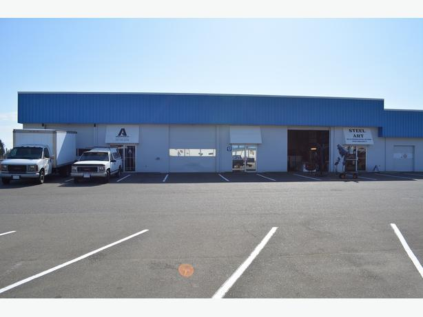 Excellent Highway Location  in a Busy Shopping Complex
