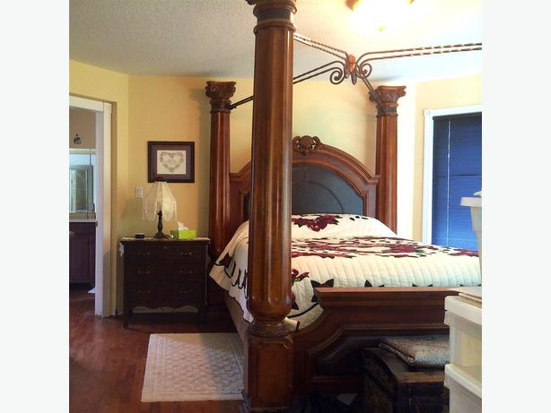 Beautiful, Ashley's Canopy Bed Frame, Q.Size