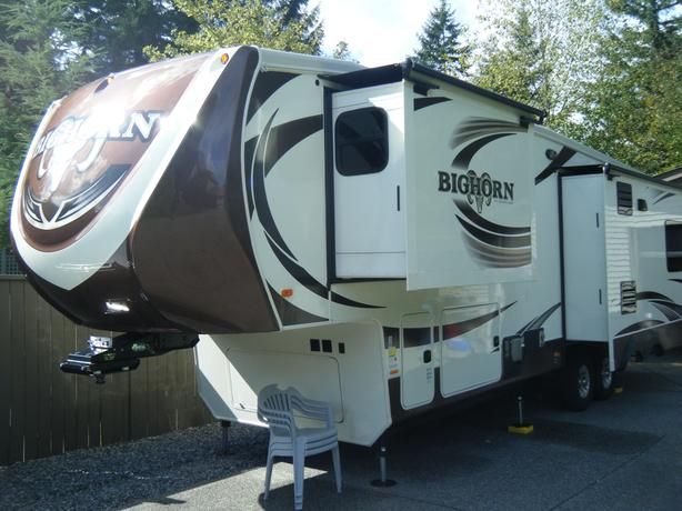 Big Horn fifth wheel 3010 RE